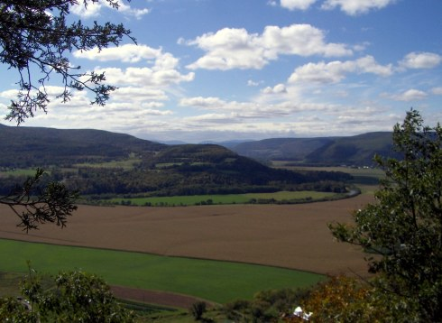 Looking south into the Schoharie Valley from Vroman's Nose